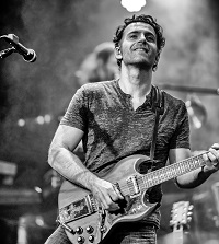Dweezil Zappa Press Photo...credit Jeff Dean