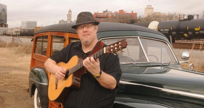 Fingerstyle guitarist Richard Smith will be performing at the Lohman Auditorium