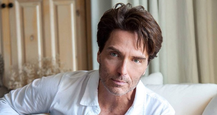 Head shot of Renowned contemporary pop rock singer/songwriter Richard Marx