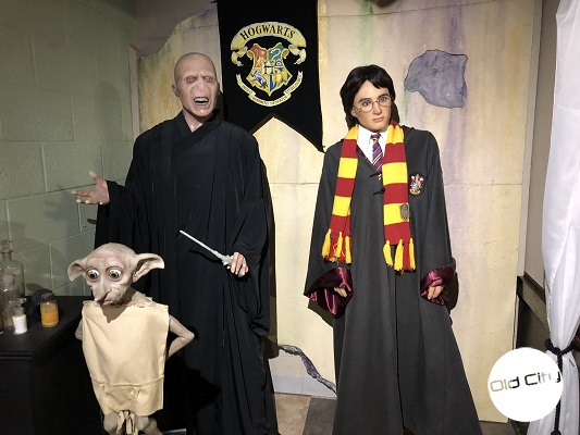 Image contains life-size wax replicas of Harry Potter characters.