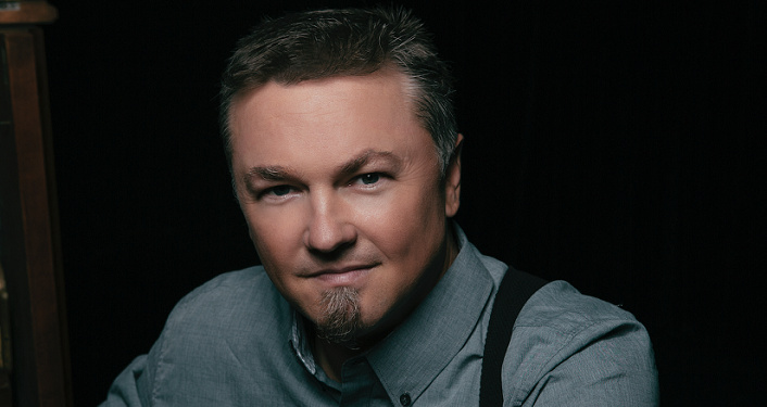 "The ""great American romantic"" Edwin McCain"